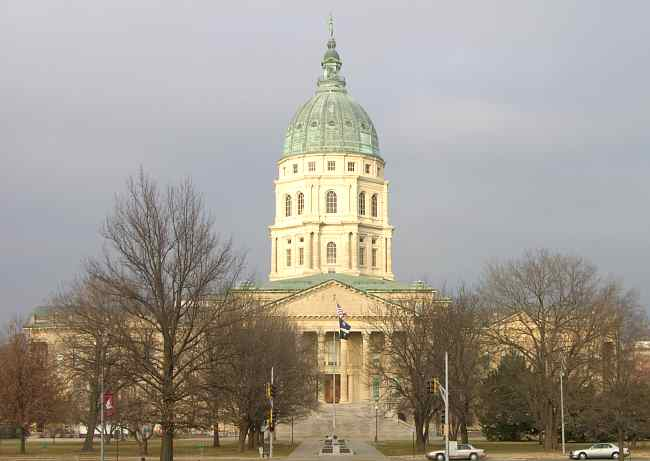 Kansas Lawmaker Introduces 'Religious Displays' Bill After City Threatened With Lawsuit Over Cross
