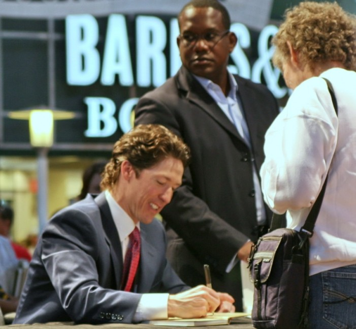 Joel Osteen Target of Elaborate Internet Hoax Claiming Departure From 'Christian Faith'