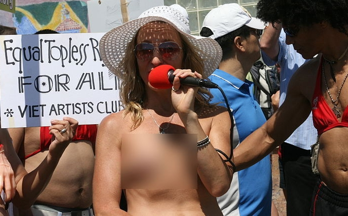 Thousands of Women Going Topless in Cities Across America, Cite Constitutional 'Right'