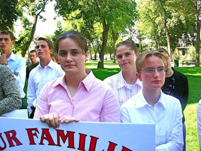 Utah Senate Unanimously Advances Bill to Reclassify Bigamy as 'Infraction' Rather Than Felony