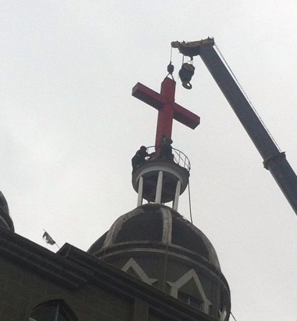 Chinese Christians Tearfully Sing Hymn as Church Cross Removed: Video