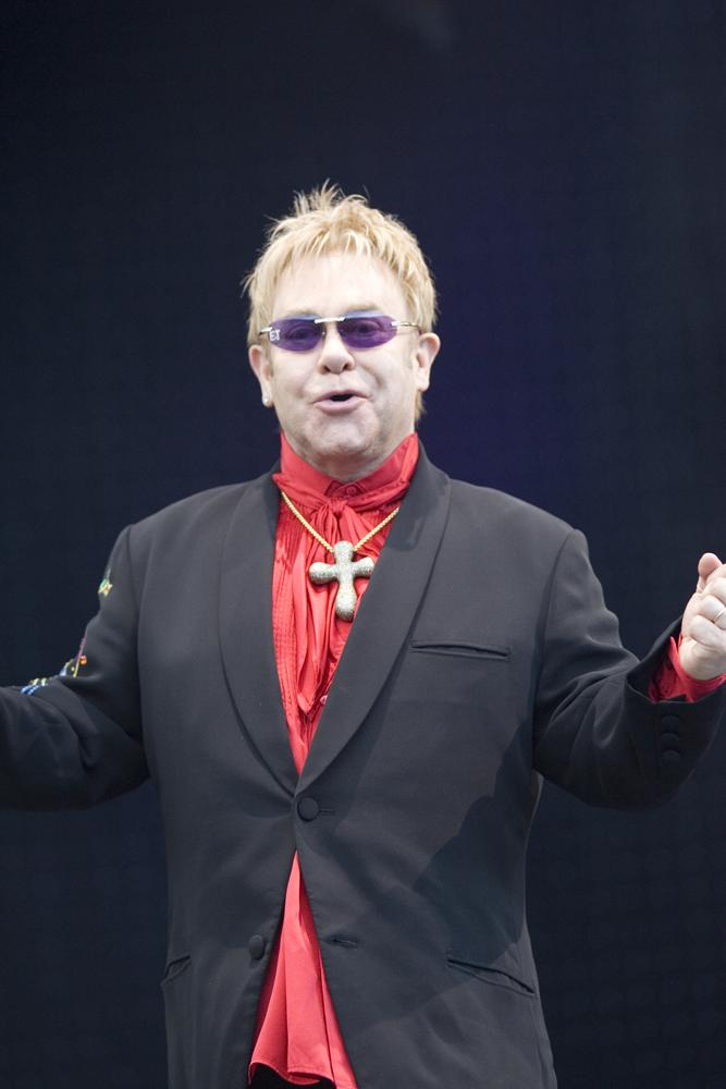 sir elton john Sir elton john was a close friend of the royal family, and offered emotional support after the tragic incident he asked songwriting partner bernie taupin to rewrite the lyrics to  candle in the wind  in diana's honor.