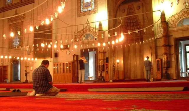 Islamic Group Files Federal Complaint to Force Company to Accommodate Muslim Prayer in Break Policy