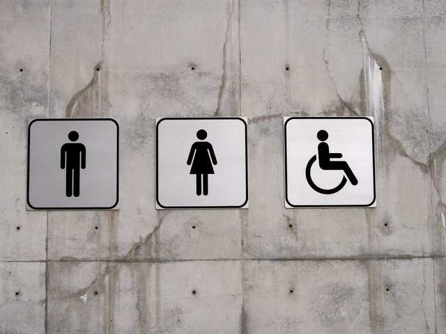 Texas Judge Blocks Obama Admin's Policy Allowing Male Students in Girls' Restrooms