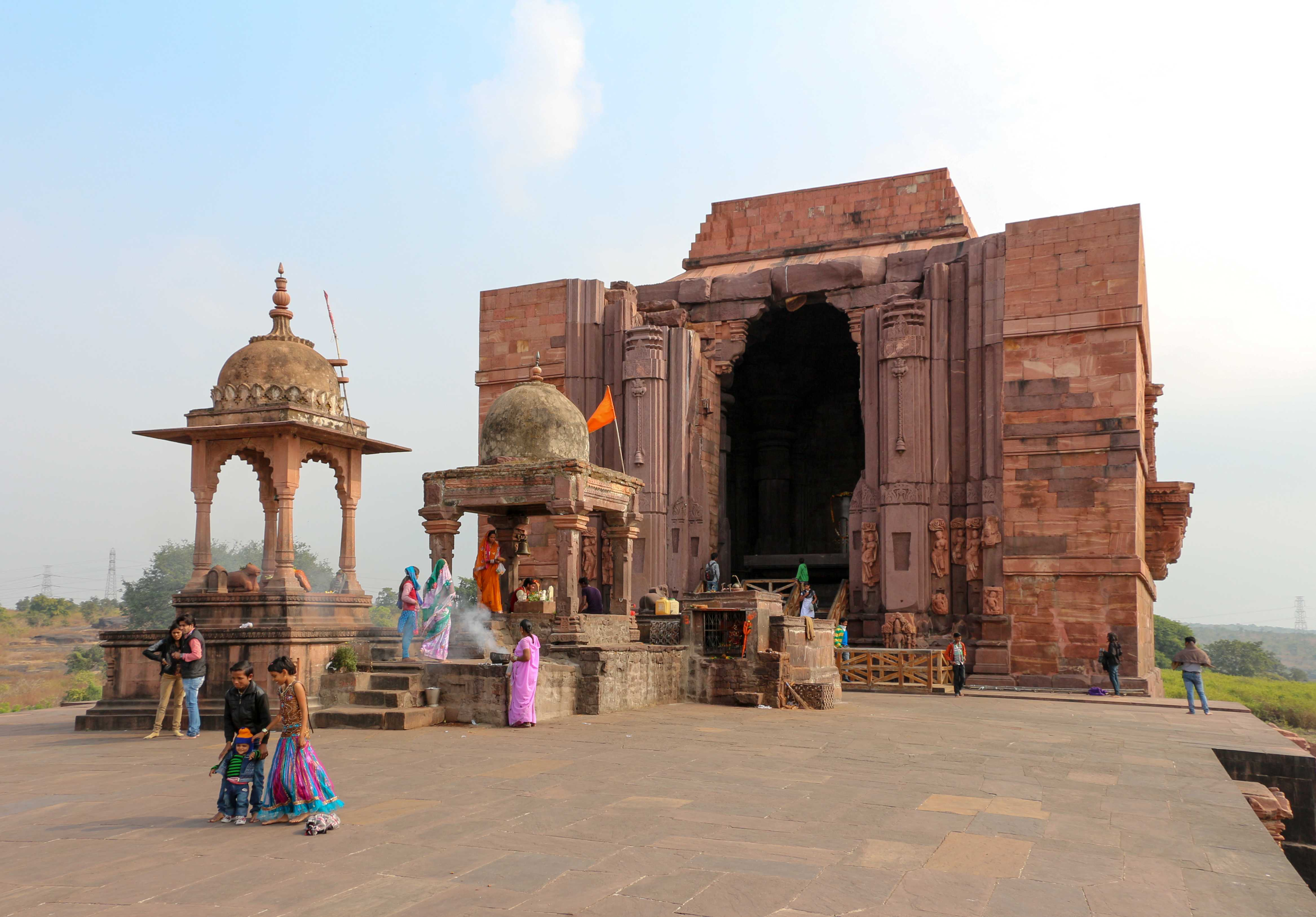 Shiva_Temple,_Bhojpur_01-compressed