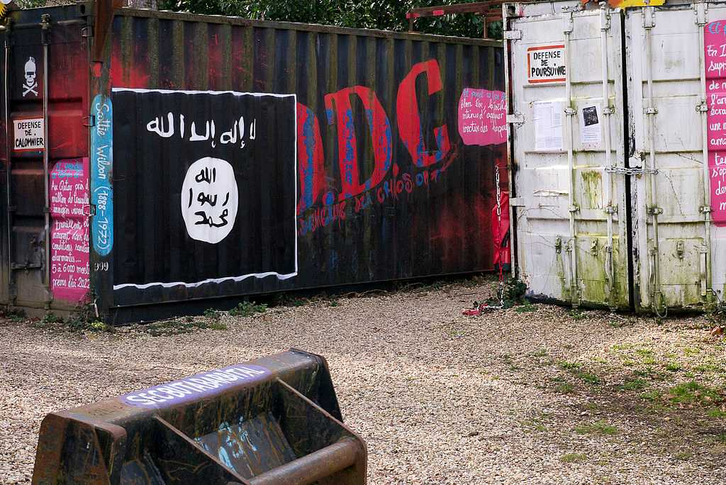 isis flag credit Thierry Ehrmann-compressed