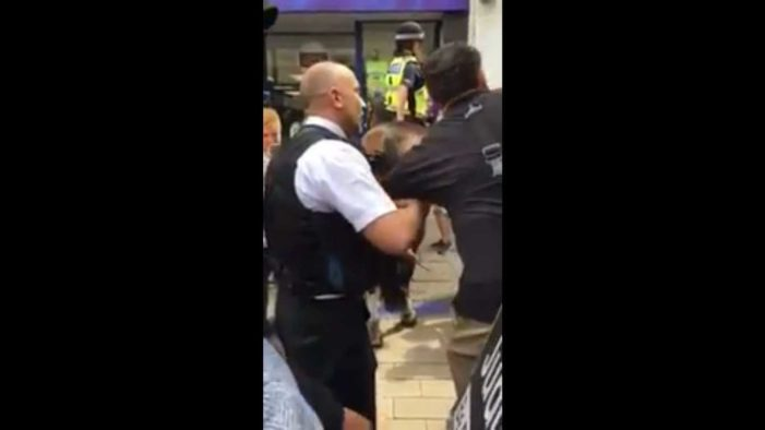 Street Preachers Arrested in UK in Front of Cheering Crowd: Video