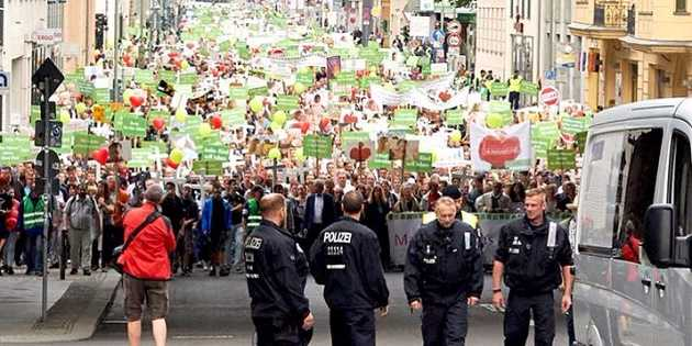 Thousands Join 'March for Life' in Germany, Switzerland