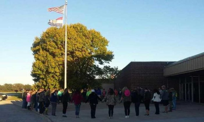 Students Nationwide Join in Prayer at School Flagpoles for 'See You at the Pole' Day