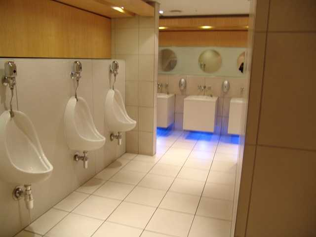 mens-room-1486667-640x480-compressed