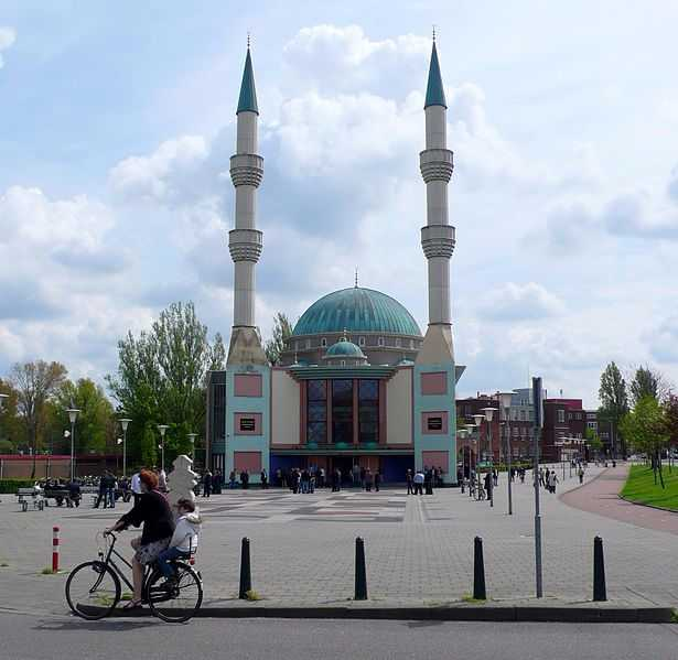 Christian Party Wants to Ban Dutch Mosques' Call to Prayer