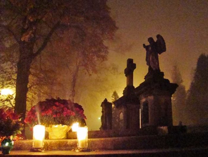 Catholics Worldwide Observe All Souls Day Praying for Dead to Shorten Time in 'Purgatory'