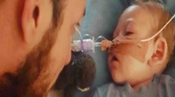 Parents of UK Baby Barred From Experimental Treatment in US Prepare for Son's Mandated Death