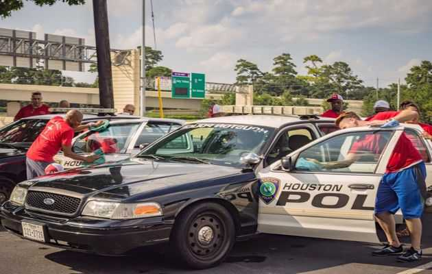 Former Inmates, Now Born Again, Clean Cars to Thank the Police