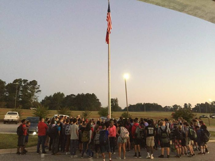 Students Nationwide Join in Prayer at School Flagpoles for Annual 'See You at the Pole' Day