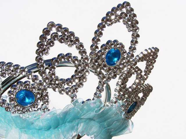 Let Little Boys Wear Tiaras, 'Church of England' Tells Anglican Schools in New Guidance