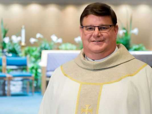 Roman Catholic Priest Receives Standing Ovation After Announcing His Identification as Homosexual