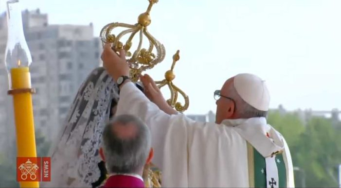 'Pope Francis' Places Crown on Head of Statue of Mary During Visit to Chile