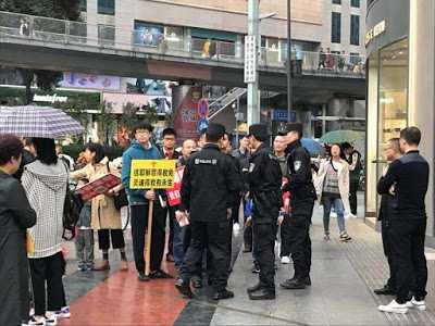 More Than 20 Chinese Christians Detained for Street Evangelism