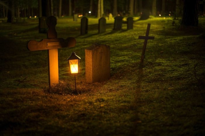 Roman Catholics Worldwide Praying in Cemeteries to Free Souls From 'Purgatory' November 1-8