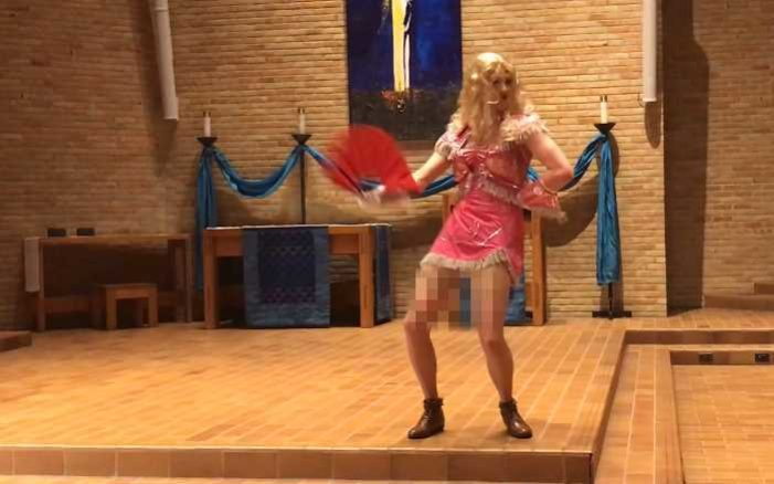 'You Touch Me and Set Me on Fire': Student Performs in Drag in ELCA's Luther Seminary Chapel