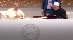 'Pope Francis,' Islamic Imam Sign Declaration Calling for World Peace, 'Dialogue Among Believers'