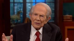 Pat Robertson Calls Young Earth Creation 'Nonsense,' 'Embarrassing,' Claims Universe Is 14 Billion Years Old