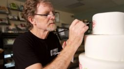 'Transgender' Sues Baker Jack Phillips for Not Making Pink, Blue Cake Celebrating 'Coming Out' on Birthday