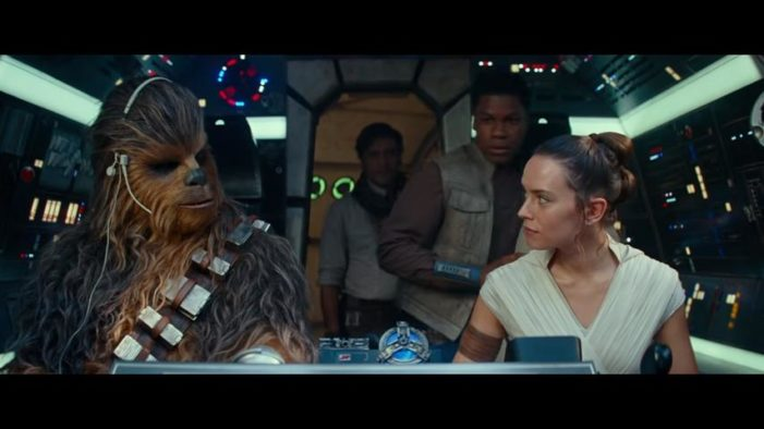 New Star Wars 'Rise of Skywalker' Movie Includes Brief Shot of Two Women Kissing