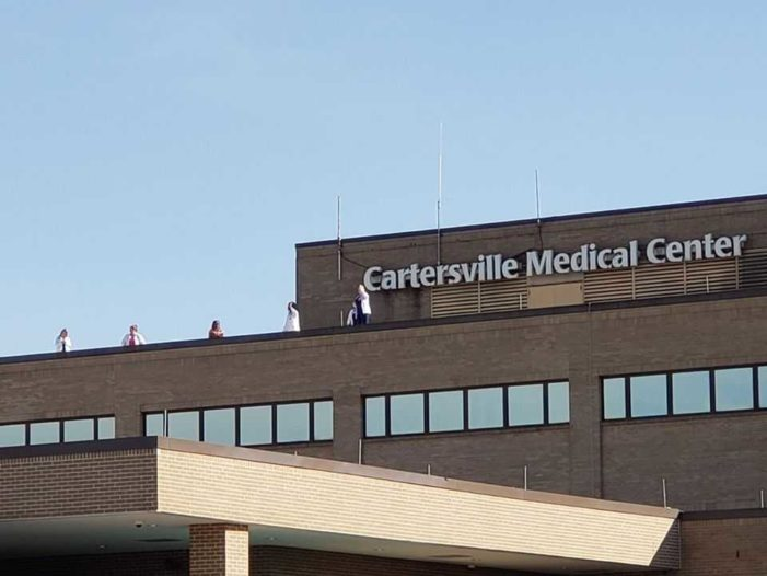 'Circle of Prayer' Formed Around Georgia Hospital, Medical Staff Gratefully Wave From Rooftop