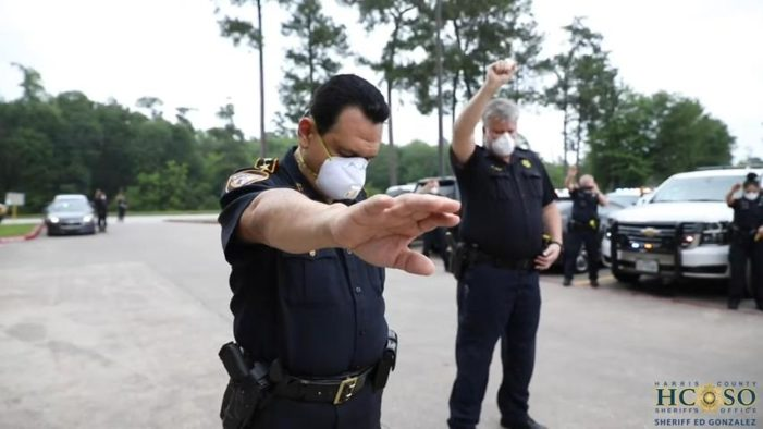 'In the Name of Jesus': Texas Sheriffs' Office Holds Parking Lot Prayer Gathering for Deputy Battling COVID-19