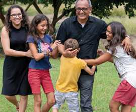 Colombian Missionary Family Takes Jesus to the Jungle