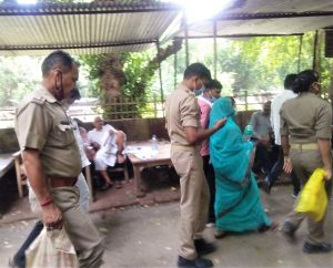 Police take three Christians to jail from court in Uttar Pradesh, India earlier this month. (Morning Star News)